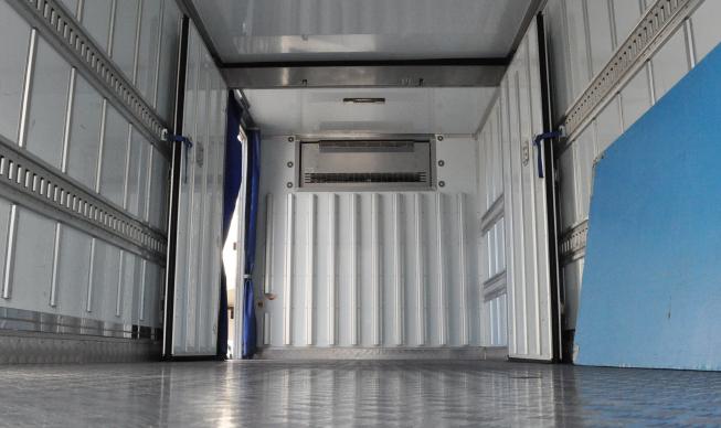 食品輸送 車輌内部
